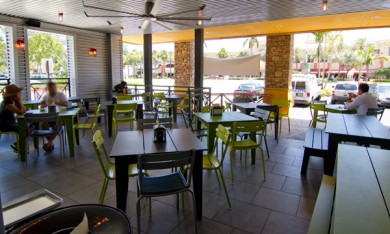 BurgerFi Sunrise Blvd Outside Patio