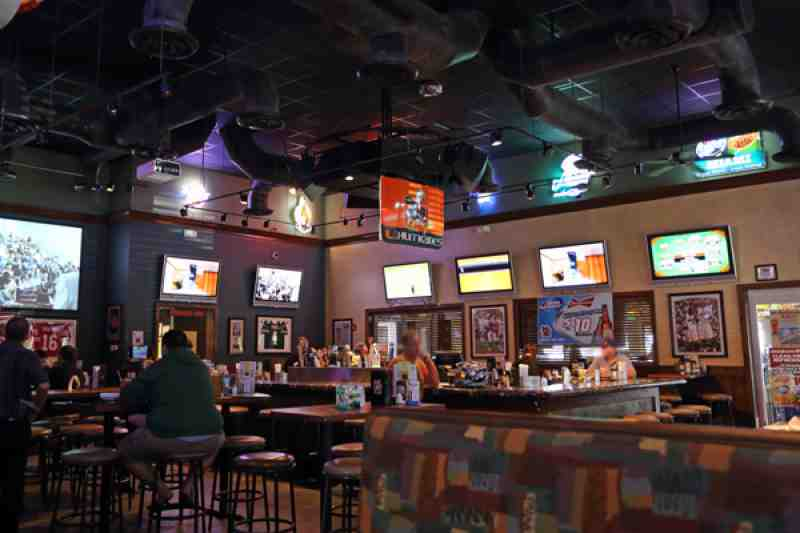 Review of Bru\'s Room Sports Grill 33073 Restaurant 5460 W Hill