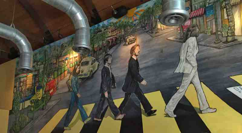 Review of mellow mushroom 33483 restaurant 25 se 6th ave for Abbey road mural